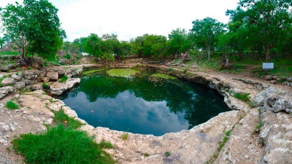 Cenote-Xlacah-en-Dzibilchaltun-3